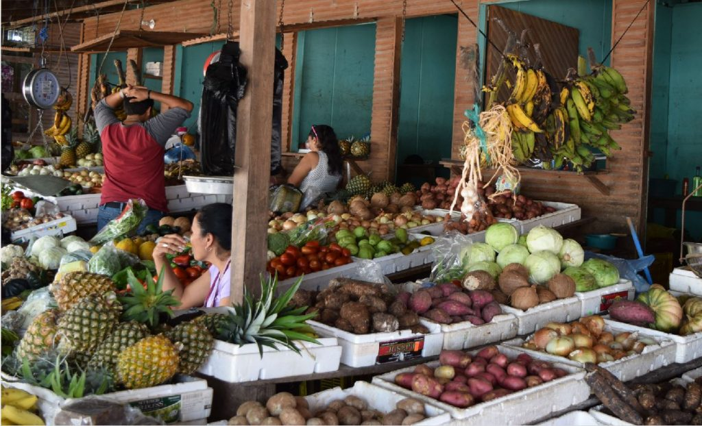 Fruit and vegetable market in Belmopan foto HL