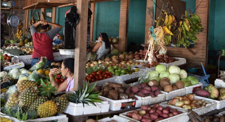 Fruit and vegetable market in Belmopan foto HL